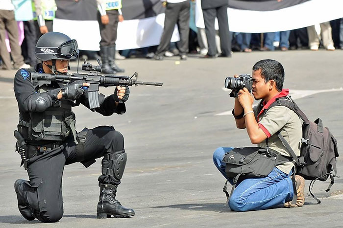 30+ Crazy Photographers Who Will Do ANYTHING For The Perfect Shot - Εικόνα43