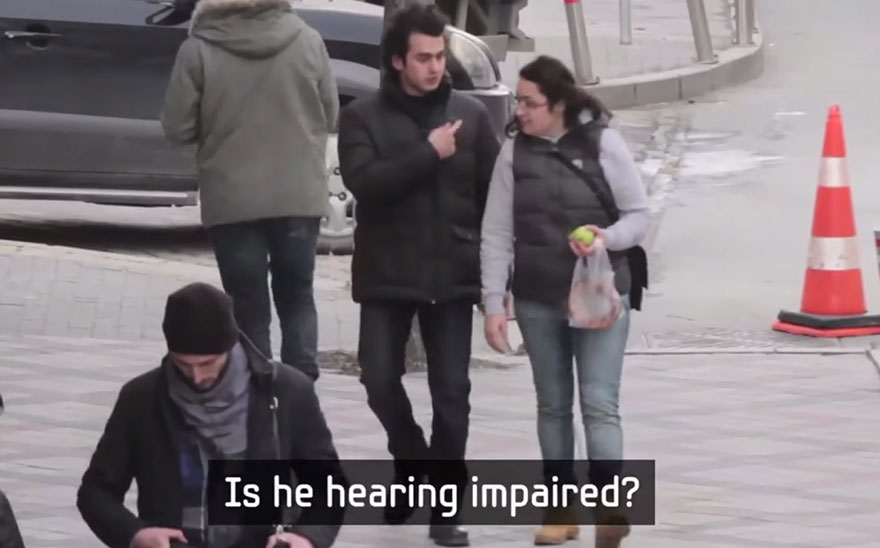 Entire Neighbourhood Secretly Learns Sign Language To Surprise Deaf Neighbor - Εικόνα8