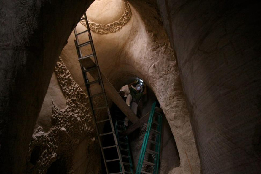 This Artist Spent 10 Years Carving A Giant Cave – Alone With His Dog - Εικόνα15