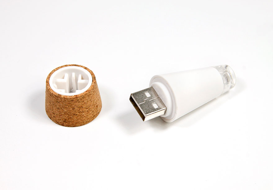 Turn Old Bottles Into Lamps With Rechargeable LED Corks - Εικόνα3